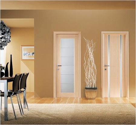 Достоинства и недостатки межкомнатных дверей из разных материалов
