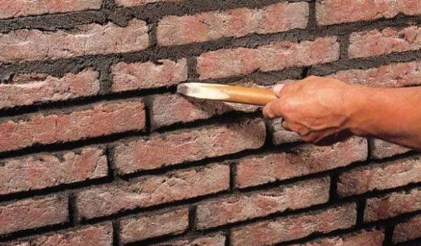 Расшивка швов кирпичной стены