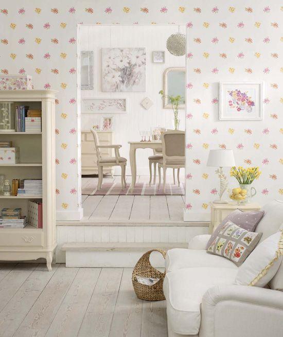 Какие обои увеличивают комнату визуально?