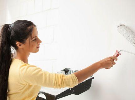 Как грунтовать стены под обои?