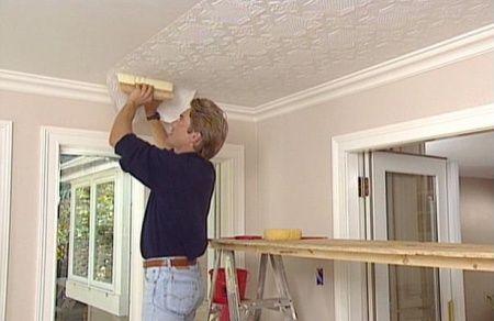 Как правильно подбирать обои для потолка?