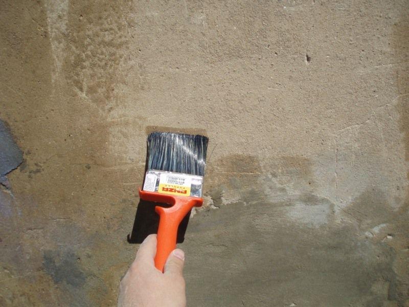 Грунтовка стен для оклейки обоями и для покраски
