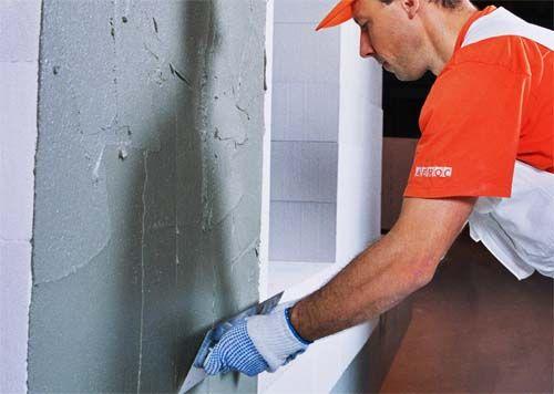 Чем штукатурить стены в ванной?