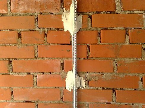 Как выставить маяки под штукатурку стен