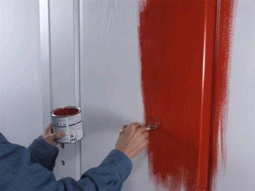 Как перекрасить межкомнатную дверь